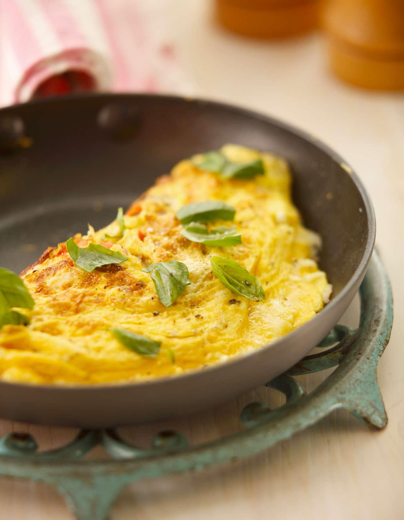 omelette aux lardons et champignons pour 4 personnes recettes elle table. Black Bedroom Furniture Sets. Home Design Ideas