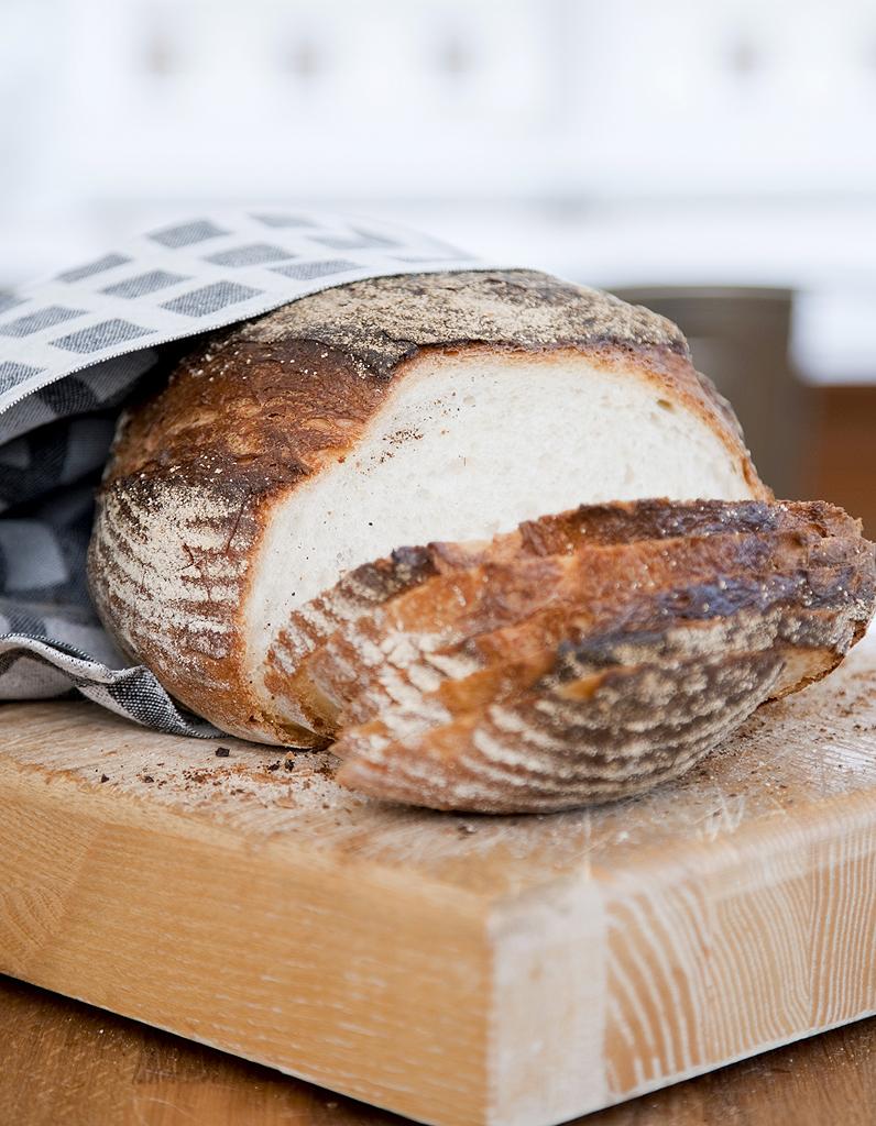 pain cocotte thermomix pour 6 personnes recettes elle table. Black Bedroom Furniture Sets. Home Design Ideas