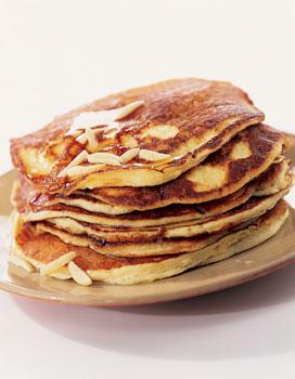 Pancakes la ricotta et aux amandes pour 4 personnes recettes elle table - Recette pancakes herve cuisine ...
