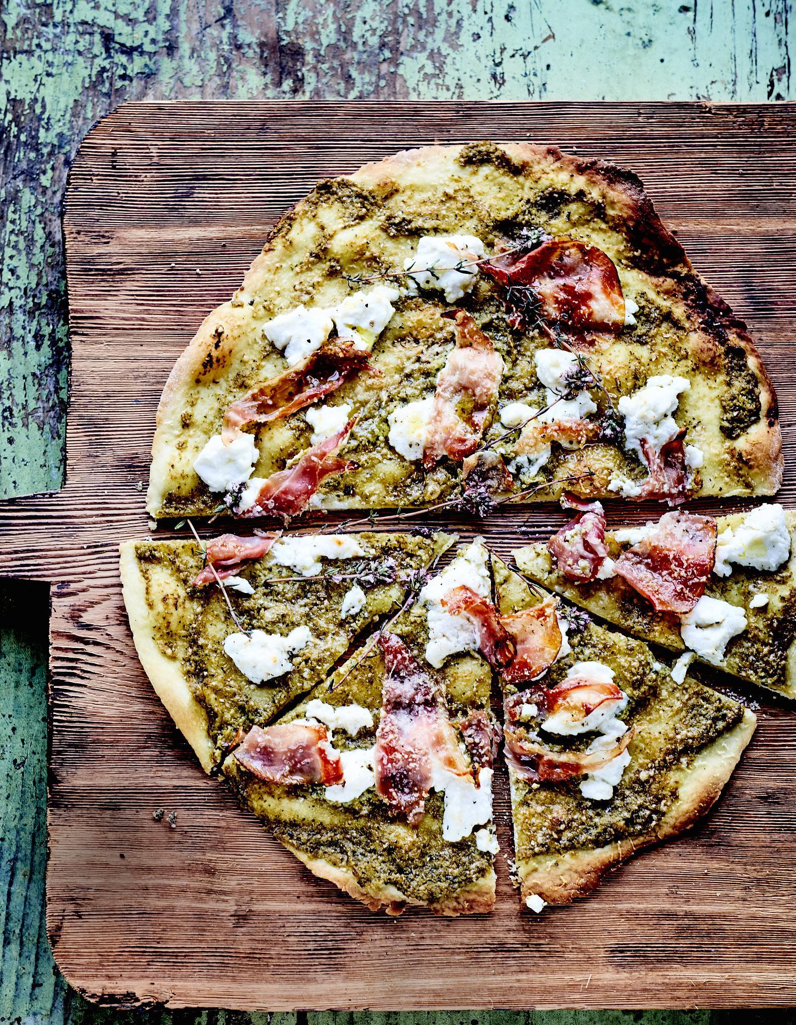 pizza fondante la tapenade verte pour 6 personnes recettes elle table. Black Bedroom Furniture Sets. Home Design Ideas