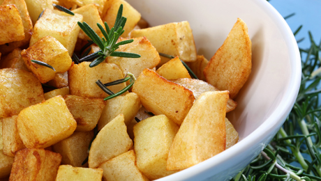 Pommes de terre rissol es pour 4 personnes recettes elle - Pomme de terre rissolees maison ...