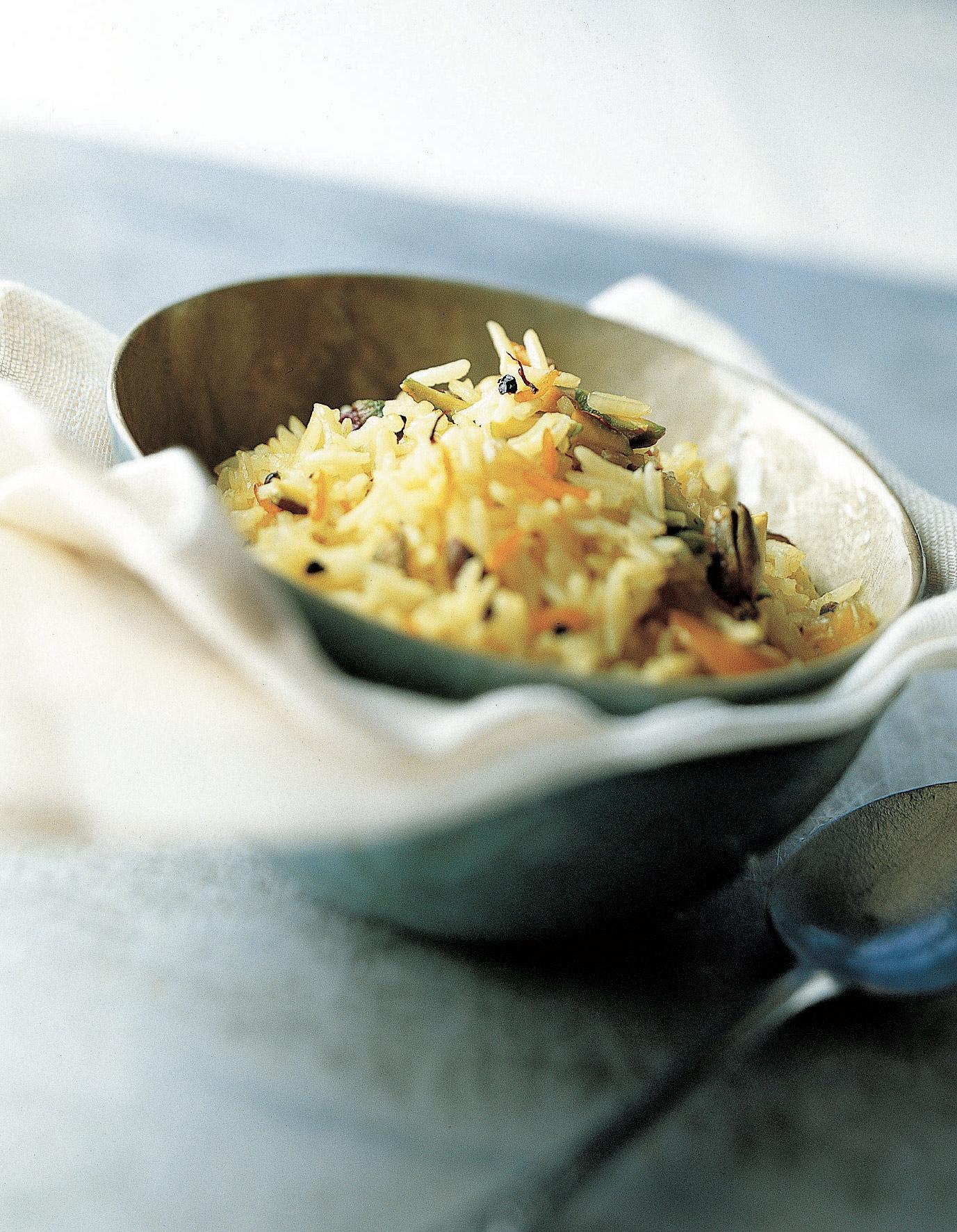 riz pilaf aux noix de cajou pistaches et aux pices pour 4 personnes recettes elle table. Black Bedroom Furniture Sets. Home Design Ideas