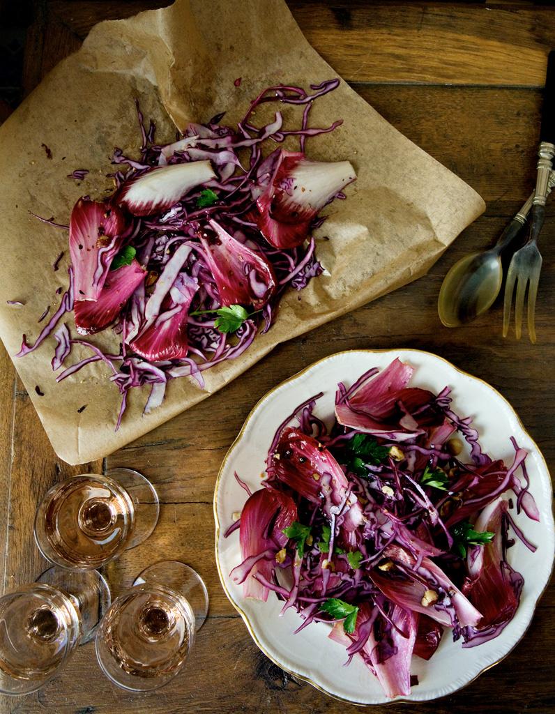 salade d endives et de chou rouge pour 4 personnes recettes elle table. Black Bedroom Furniture Sets. Home Design Ideas