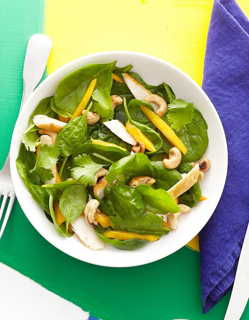Salade d 39 pinards au poulet et la mangue pour 4 - C est au programme recettes de cuisine ...