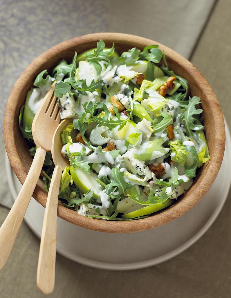 salade de chou au c leri et la pomme verte pour 4 personnes recettes elle table. Black Bedroom Furniture Sets. Home Design Ideas