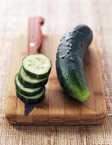 Salade de concombre au saumon fum pour 4 personnes - Recette de cuisine tele matin france2 ...