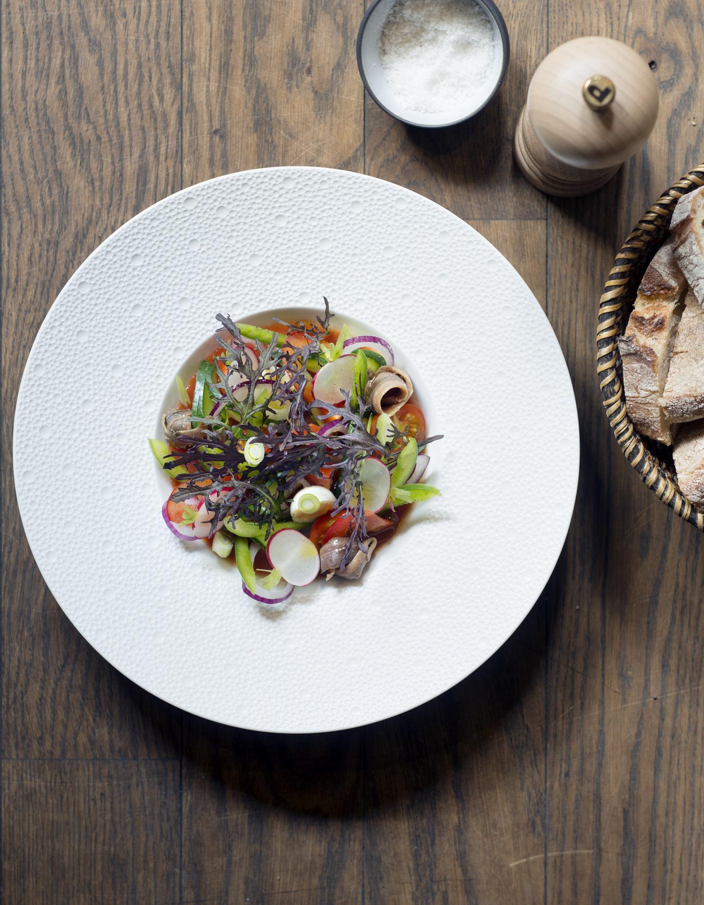 salade ni oise de chef pour 4 personnes recettes elle table. Black Bedroom Furniture Sets. Home Design Ideas