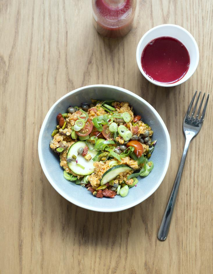 salade punk aux lentilles corail pour 4 personnes recettes elle table. Black Bedroom Furniture Sets. Home Design Ideas