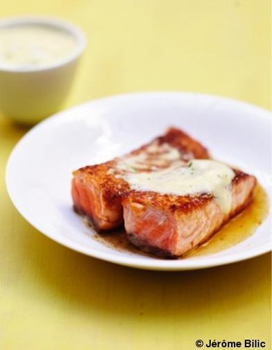 Saumon grill au miel sauce hollandaise l aneth pour 6 personnes recettes elle table - Sauce pour saumon grille barbecue ...