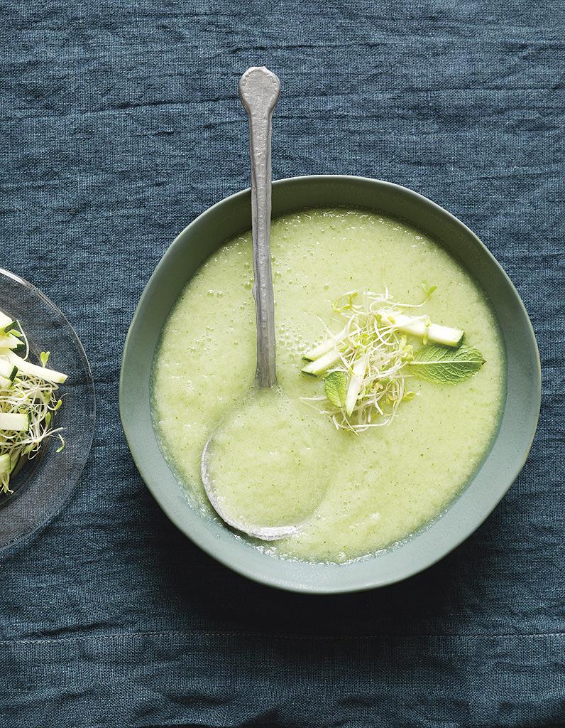 soupe froide originale concombre pommes et wasabi pour 4 personnes recettes elle table. Black Bedroom Furniture Sets. Home Design Ideas