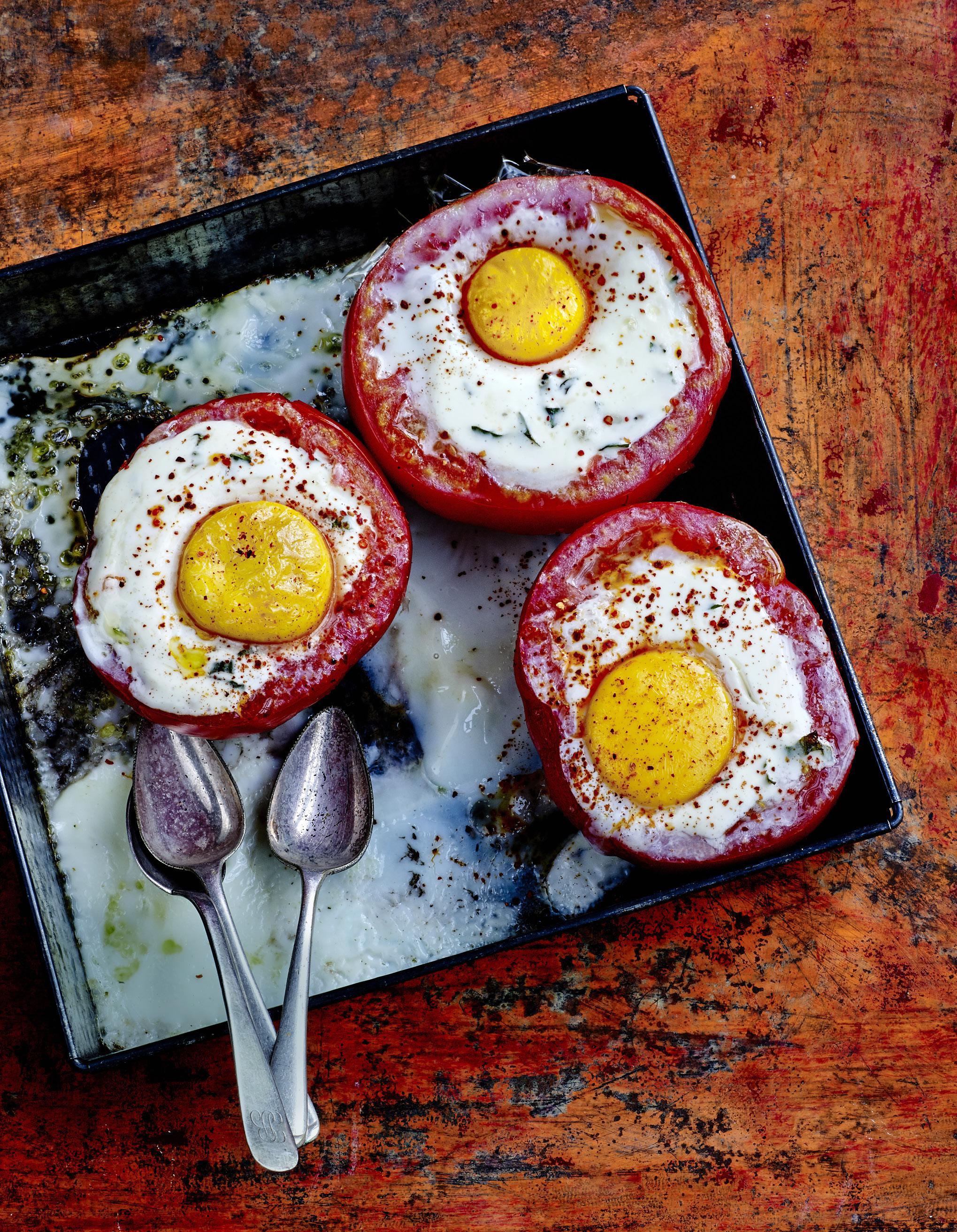 tomates c ur de b uf ufs cocotte coulis d estragon pour 4 personnes recettes elle table. Black Bedroom Furniture Sets. Home Design Ideas