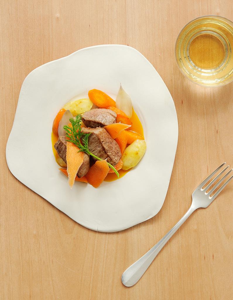veau carottes r ties jus aux pices pour 4 personnes recettes elle table. Black Bedroom Furniture Sets. Home Design Ideas