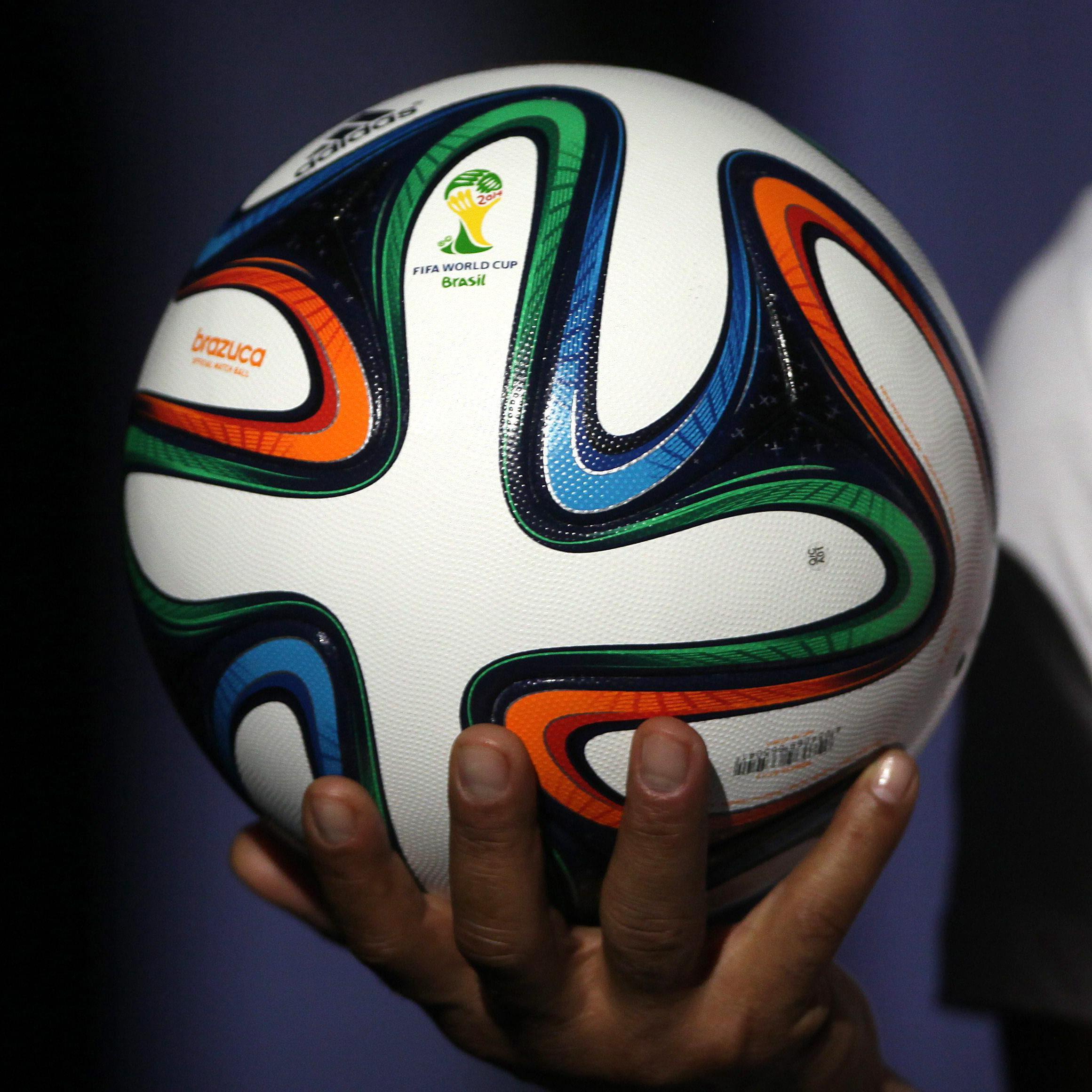 Le ballon de la coupe du monde 2014 enfin d voil elle man - La mascotte de la coupe du monde 2014 ...