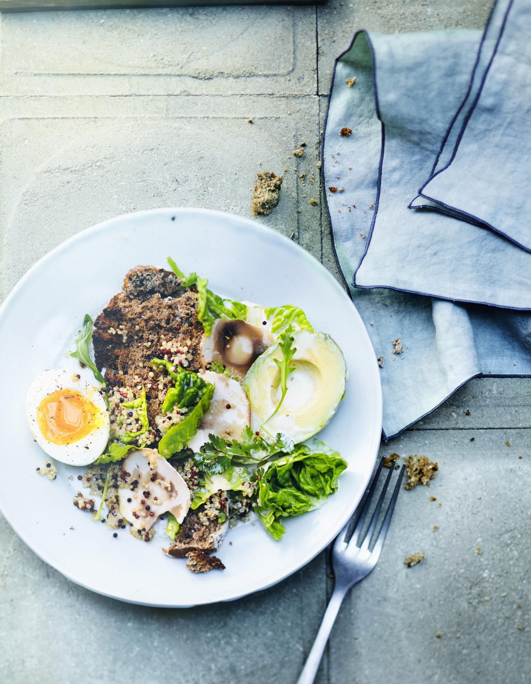 salade quinoa avocat et ufs pour 6 personnes recettes elle table. Black Bedroom Furniture Sets. Home Design Ideas
