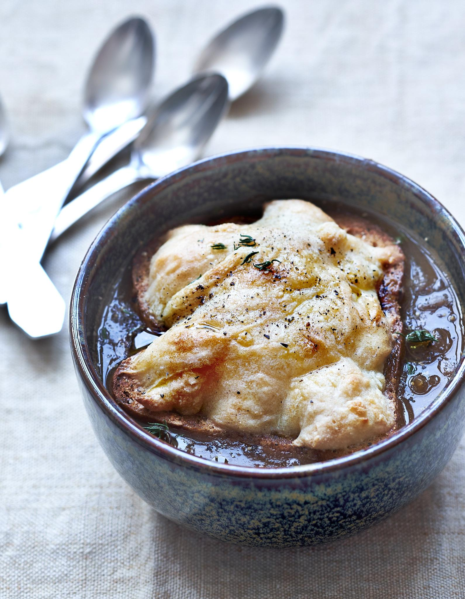 soupe l oignon fromage de noix de cajou pour 4 personnes recettes elle table. Black Bedroom Furniture Sets. Home Design Ideas