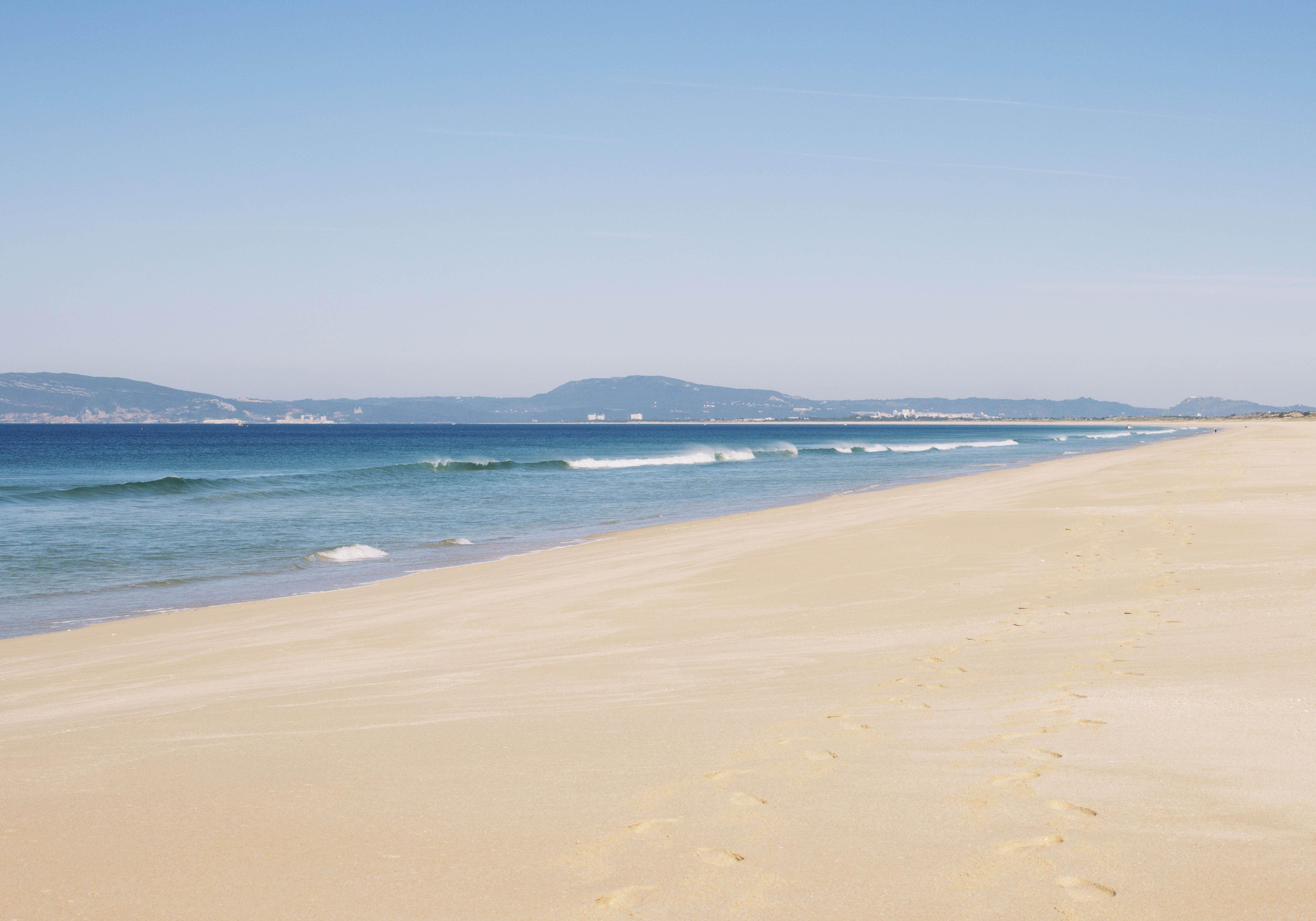 plage de carcavelos lisbonne les cinq plus belles plages de lisbonne pour des vacances. Black Bedroom Furniture Sets. Home Design Ideas