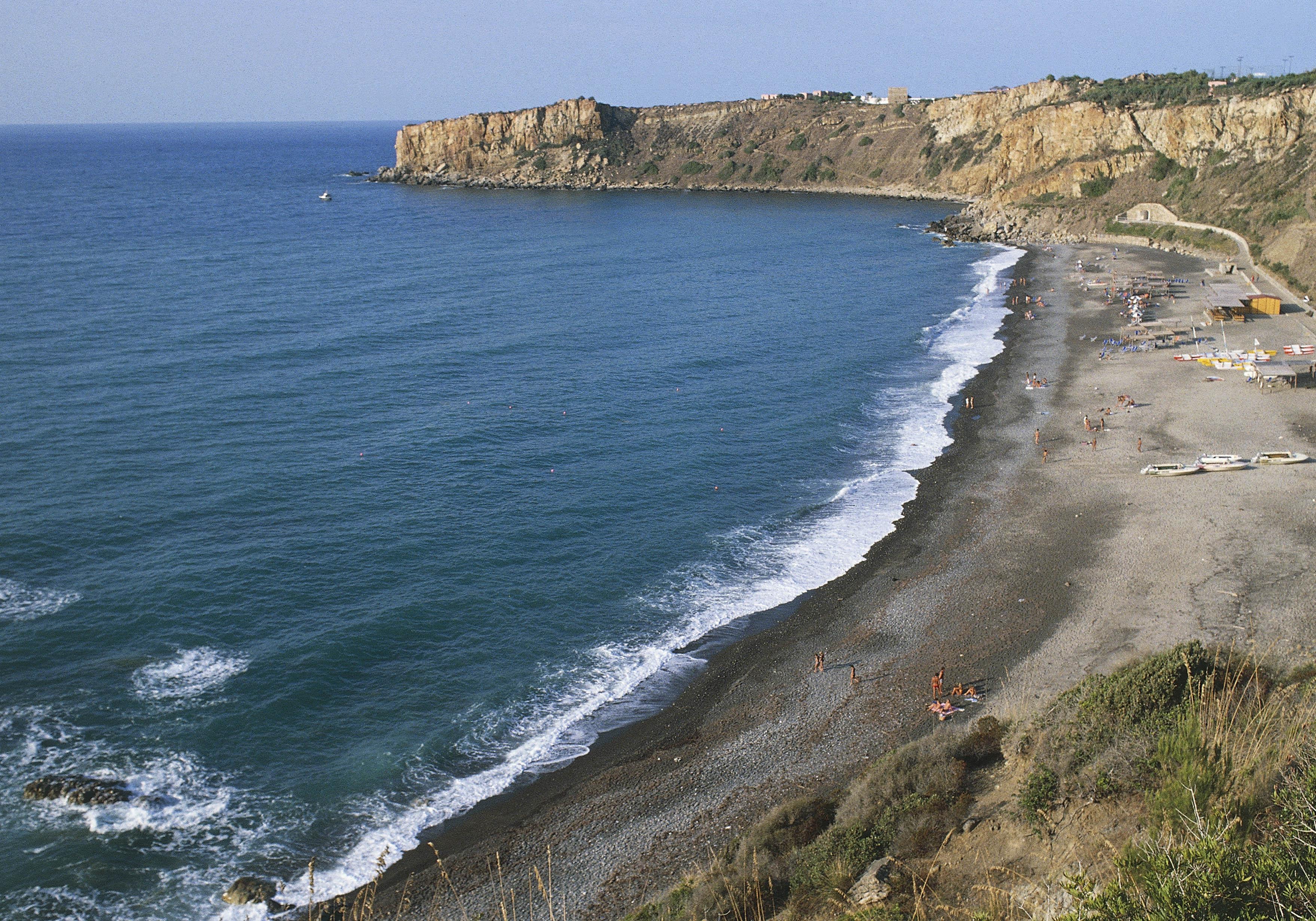 La plage de cefal en sicile les plus belles plages de m diterran e pour b - Dimension de la sicile ...