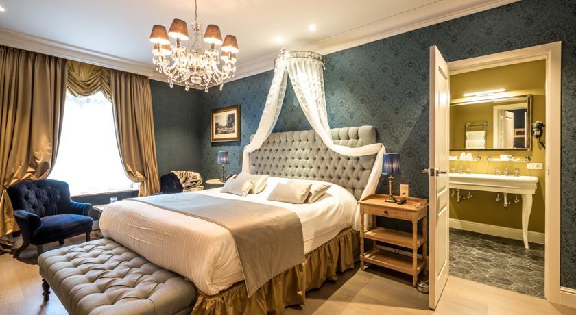 une belle chambre d h tel bruges les plus belles chambres d h tel pour une nuit de saint. Black Bedroom Furniture Sets. Home Design Ideas
