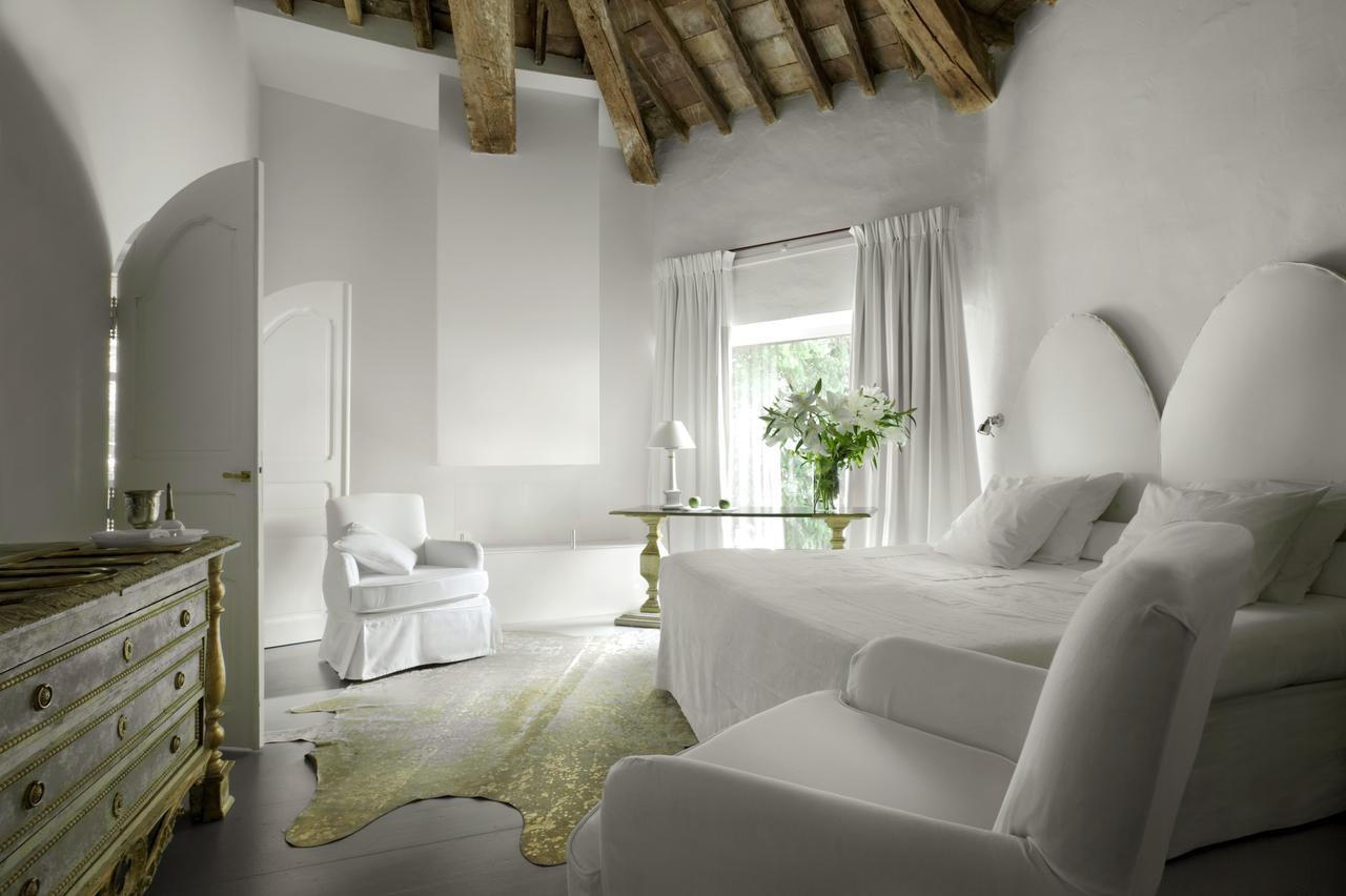 h tel en provence l h tel particulier arles les. Black Bedroom Furniture Sets. Home Design Ideas