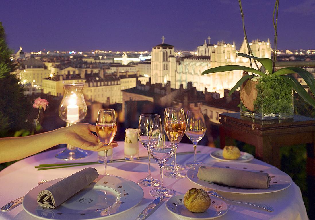 d ner romantique avec vue sur les toits de lyon les meilleures adresses de restos pour un. Black Bedroom Furniture Sets. Home Design Ideas