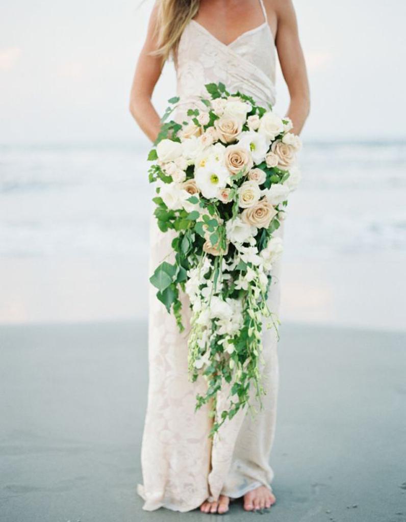 bouquet de mari e en cascade 20 beaux bouquets de mari e pour gayer votre robe elle. Black Bedroom Furniture Sets. Home Design Ideas