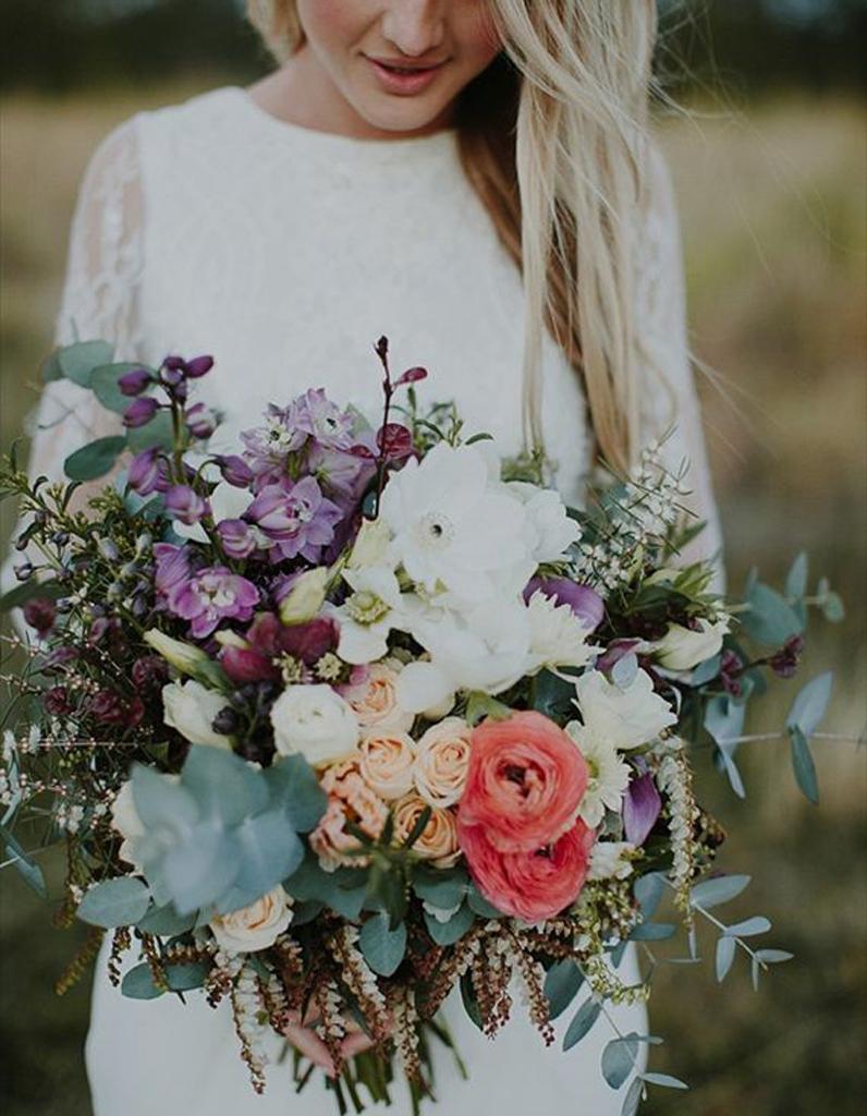 bouquet de mari e renoncules 20 beaux bouquets de mari e pour gayer votre robe elle. Black Bedroom Furniture Sets. Home Design Ideas