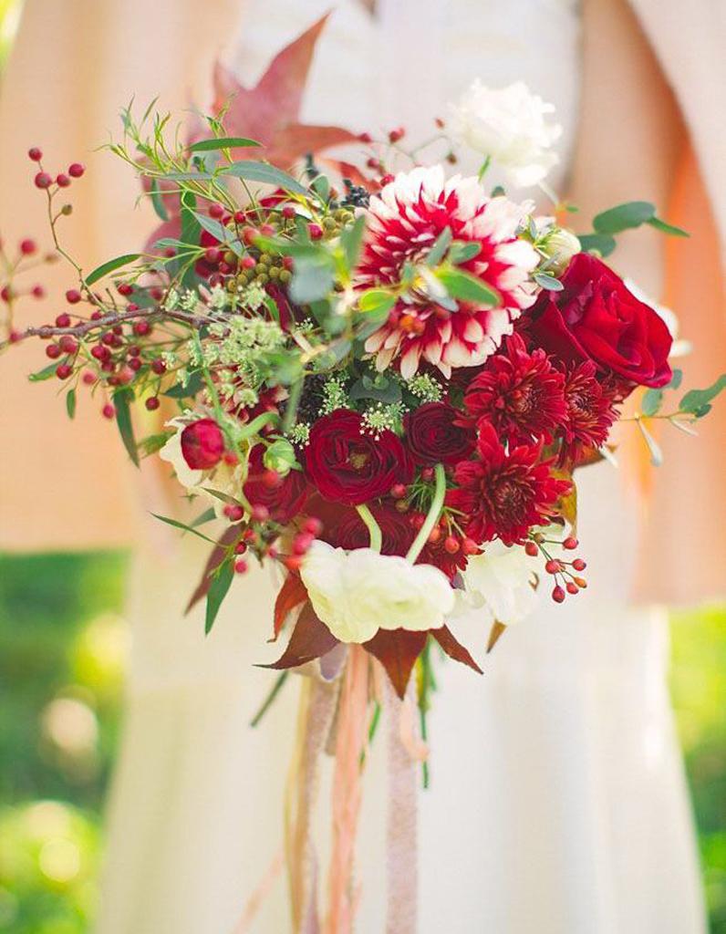 bouquet de mari e rouge et blanc 20 beaux bouquets de mari e pour gayer votre robe elle. Black Bedroom Furniture Sets. Home Design Ideas