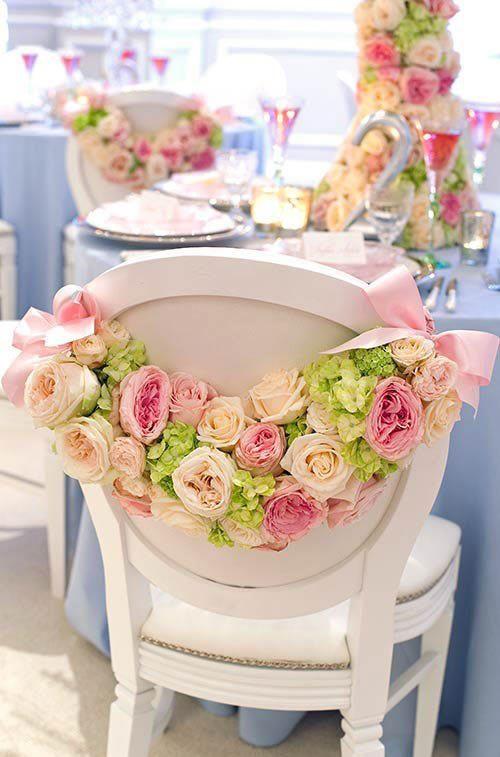 chaise de mariage avec des roses des chaises de mariage qui font r ver elle. Black Bedroom Furniture Sets. Home Design Ideas