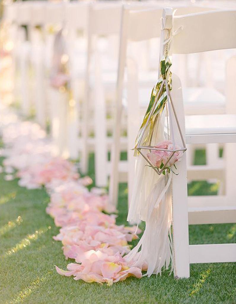 p tales de rose que faire pour un mariage avec des p tales de roses elle. Black Bedroom Furniture Sets. Home Design Ideas