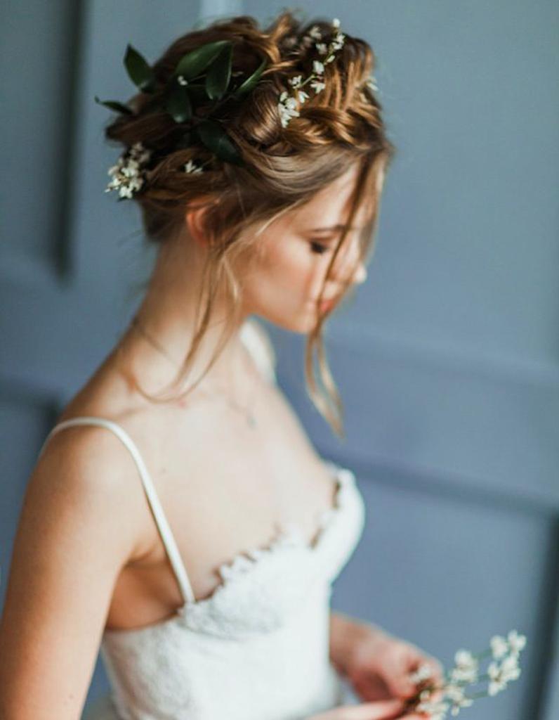 des fleurs champ tres dans les cheveux des fleurs dans les cheveux pour un mariage boh me elle. Black Bedroom Furniture Sets. Home Design Ideas