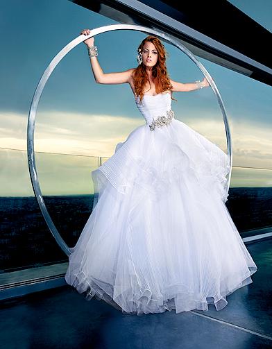 mode tendance shopping mariage robe mariee max chaoul jackpot robe de mariage elle. Black Bedroom Furniture Sets. Home Design Ideas
