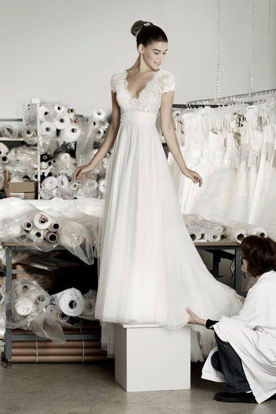 robe de mari e dentelle d collet 30 robes de mari e en dentelle rep r es sur pinterest elle. Black Bedroom Furniture Sets. Home Design Ideas
