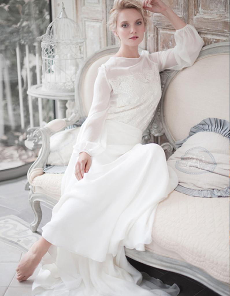robe de mari e d 39 hiver fluide 22 robes de mari e d hiver blouissantes elle. Black Bedroom Furniture Sets. Home Design Ideas