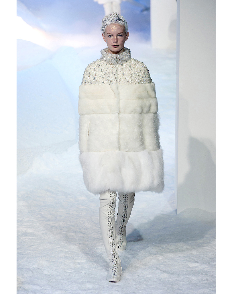 La reine des glaces de moncler robes de mari e 30 silhouettes de d fil s pour s 39 inspirer elle - Robe reine des glaces ...