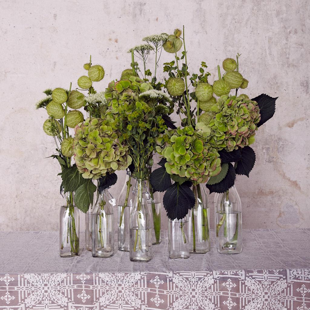 Id e d co bouquets et bouteilles utilis es en guise de vases sess n lance sa collection de - Prix bouquet de mariee ...