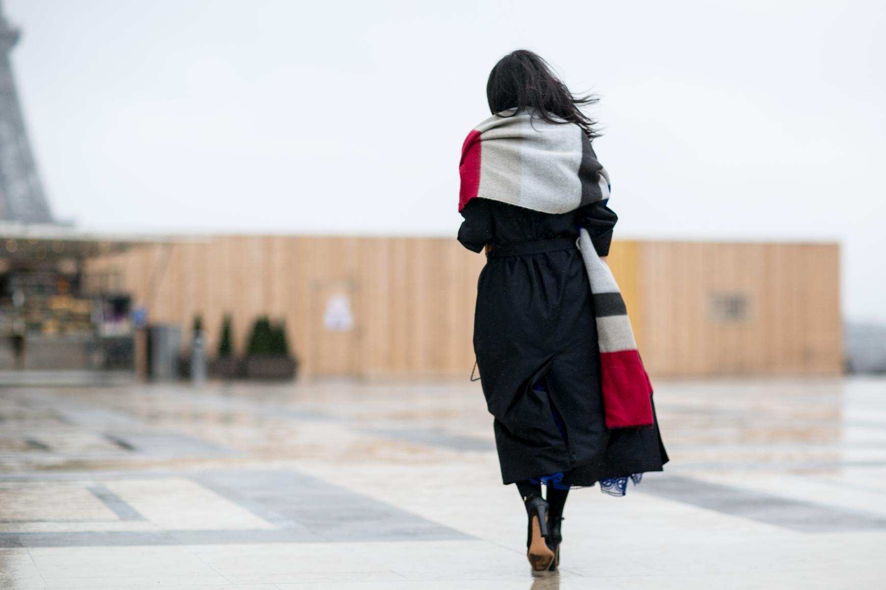 la grande charpe 7 accessoires d hiver qui marchent avec tous les styles elle. Black Bedroom Furniture Sets. Home Design Ideas