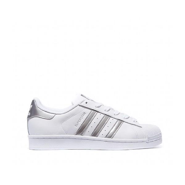 Baskets Adidas Originals Chaussure Adidas Originals WhiteSilver Metallic ,  Les chaussures miroir, le nouveau basique que notre dressing attendait ,  Elle