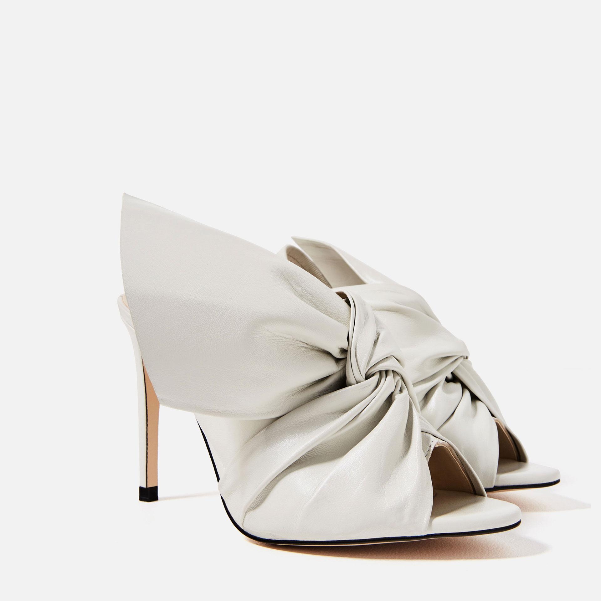 sandale en cuir avec un noeud zara on shoppe quoi chez. Black Bedroom Furniture Sets. Home Design Ideas