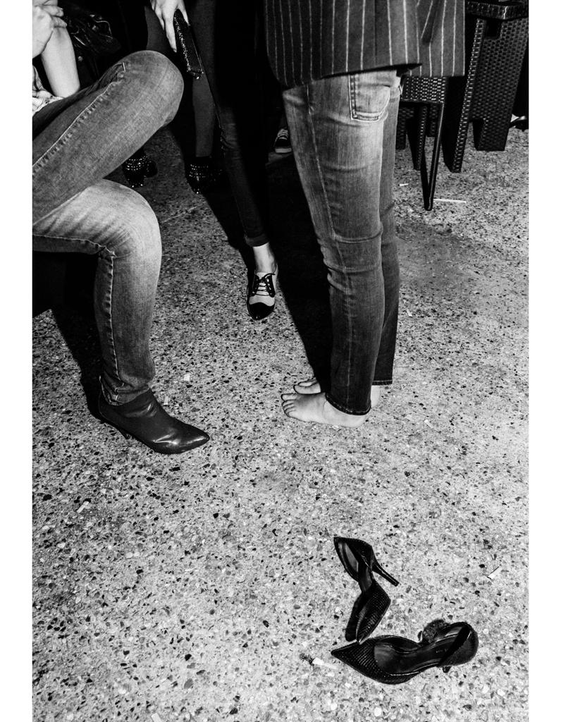 """"""" Je suis trop restée debout, j'ai laissé tomber mes chaussures Céline"""" ELLE f u00eate la mode  # Je Bois Trop En Soirée"""
