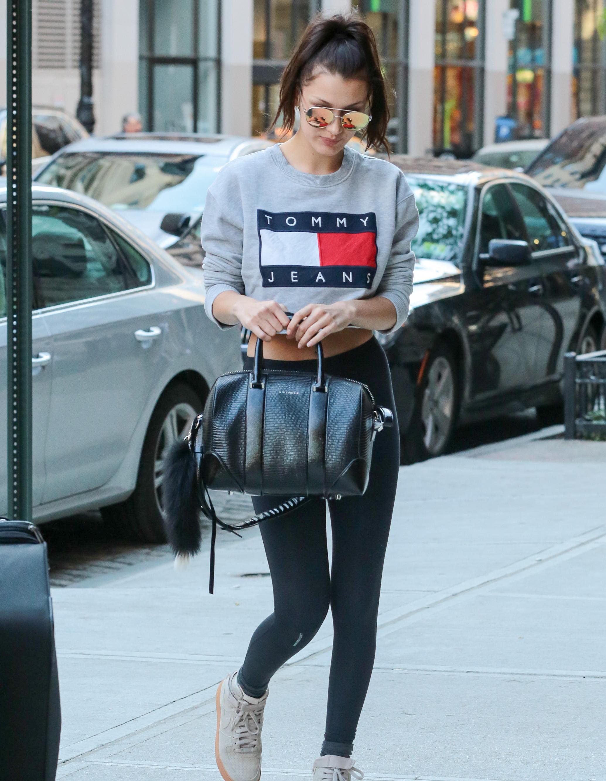 Comment porter un legging 7 pi ces que vous ne devriez jamais porter avec un legging elle - Comment porter un pull oversize ...