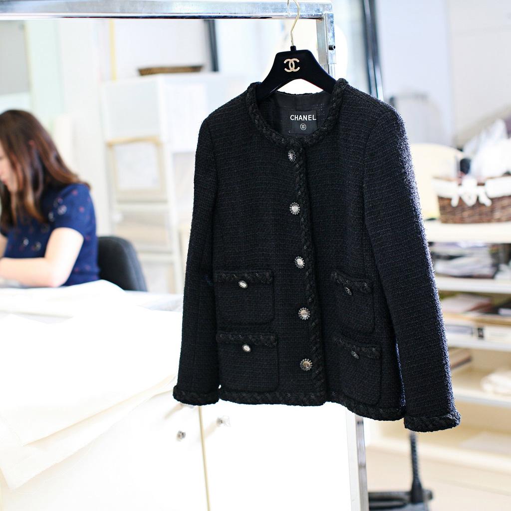 les secrets de la veste chanel elle. Black Bedroom Furniture Sets. Home Design Ideas