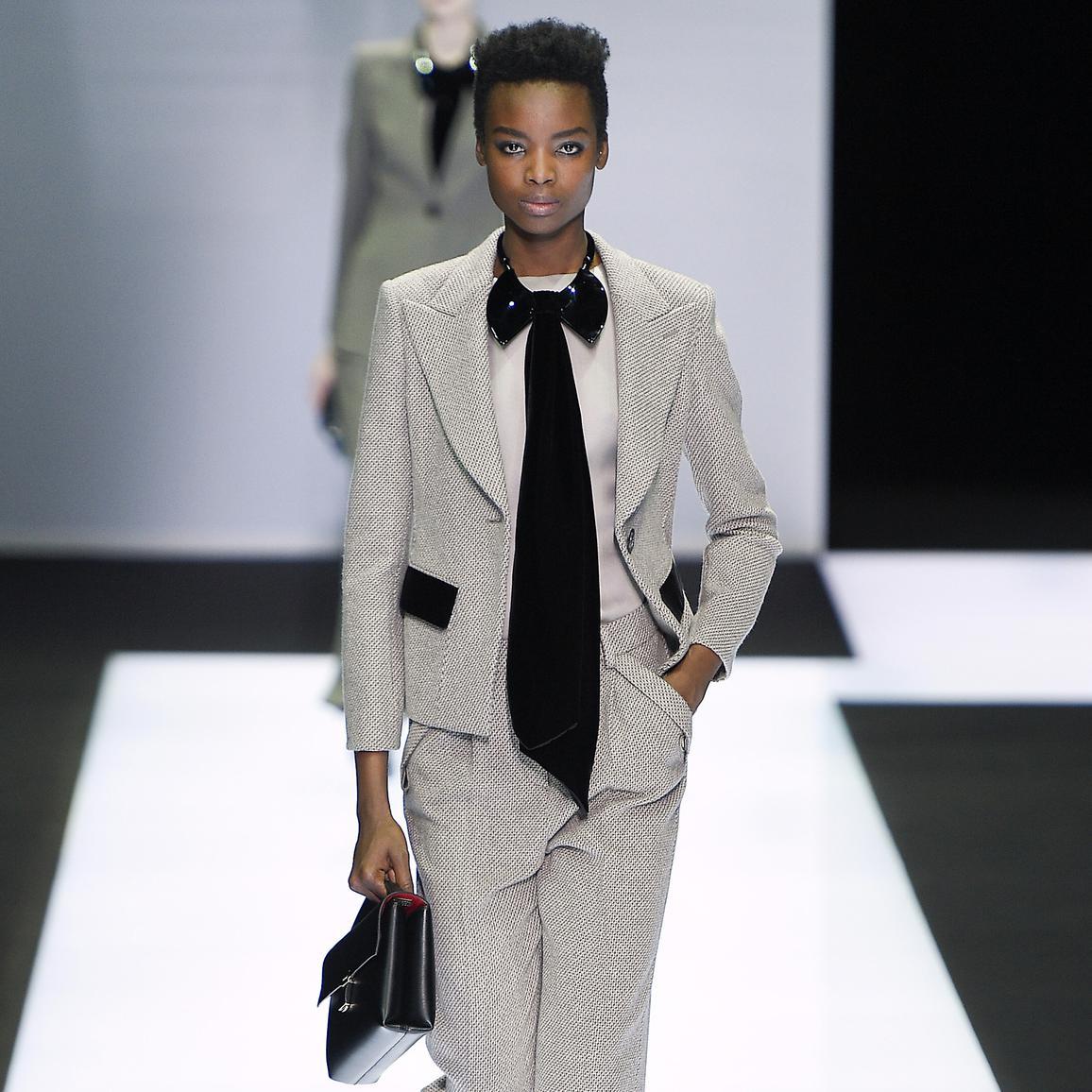 fashion week de milan suivez en direct le d fil giorgio armani elle. Black Bedroom Furniture Sets. Home Design Ideas