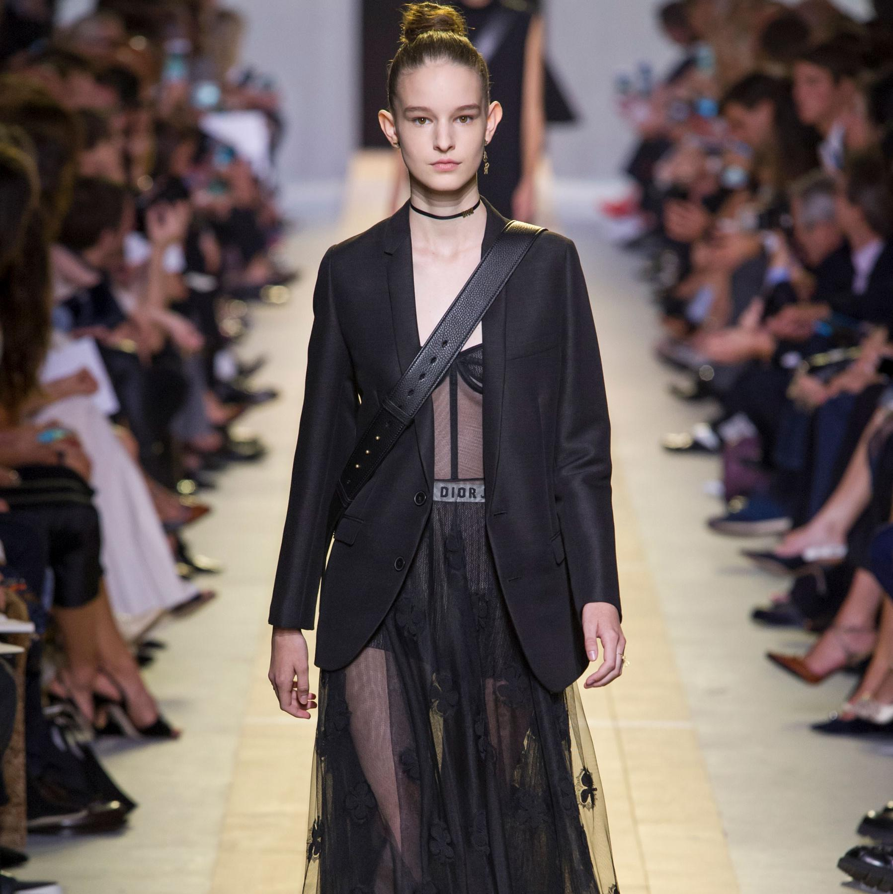 Fashion week de paris suivez le d fil dior automne hiver 2017 2018 en direct 14h30 elle - Salon paris septembre 2017 ...