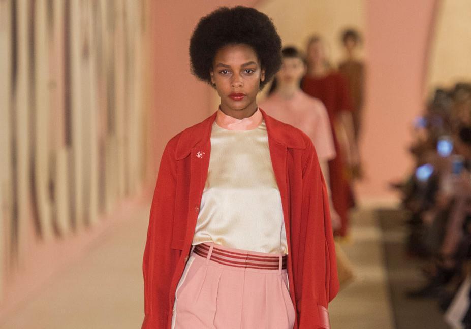 londres printemps t 2017 les meilleurs looks aper us sur les podiums de la fashion week elle. Black Bedroom Furniture Sets. Home Design Ideas