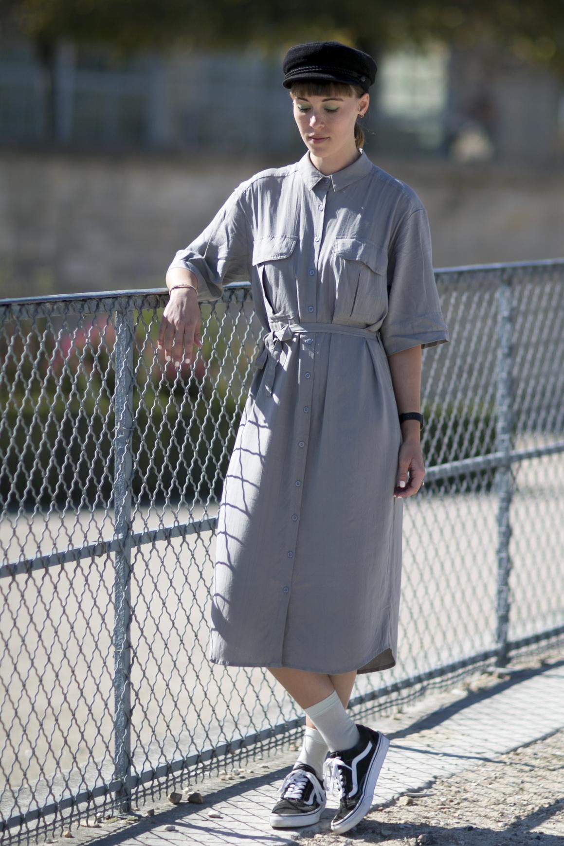 look e en baskets avec une robe boutonn e street style look es en baskets elle. Black Bedroom Furniture Sets. Home Design Ideas