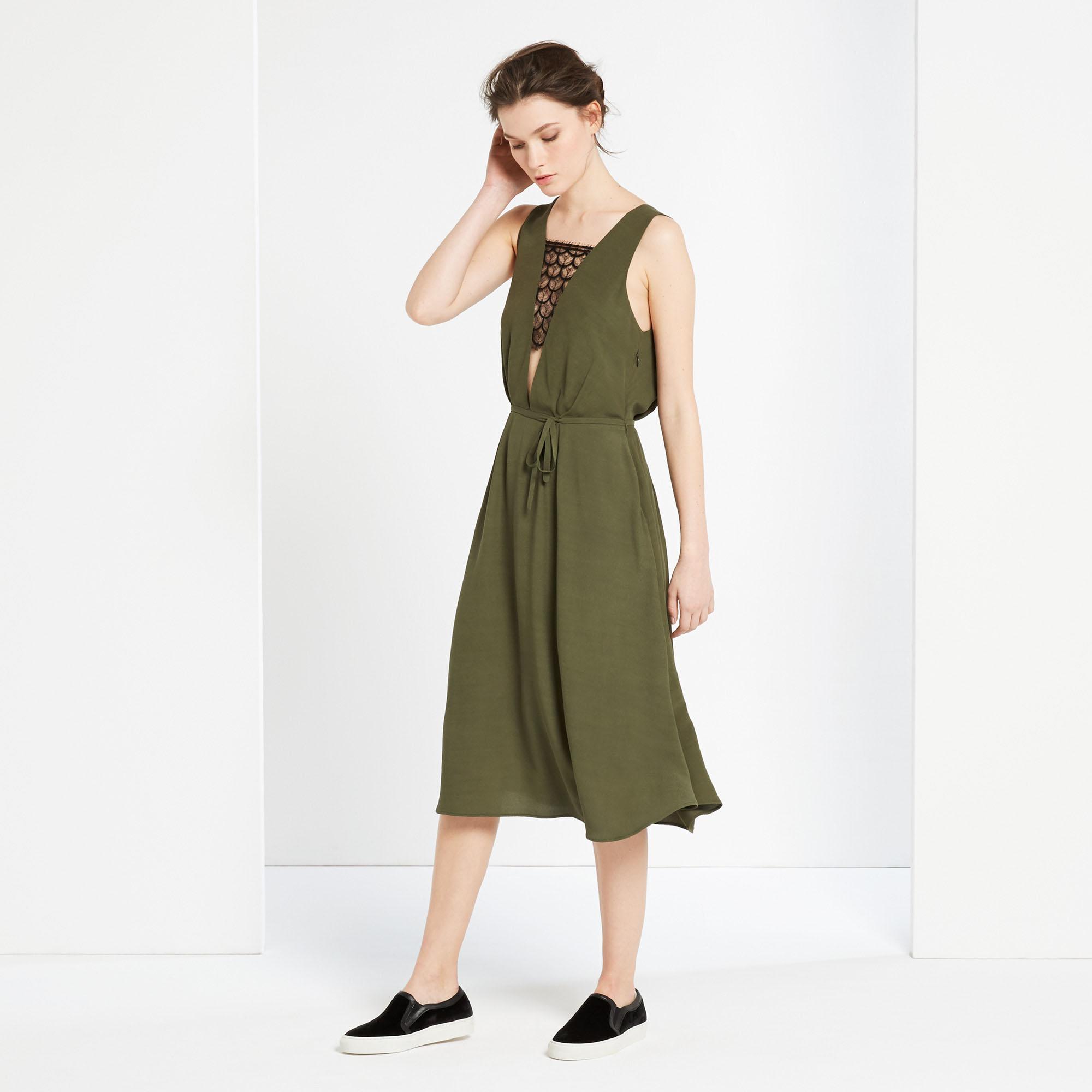 robe kaki sandro 20 robes chics et sexy pour faire durer l t elle. Black Bedroom Furniture Sets. Home Design Ideas