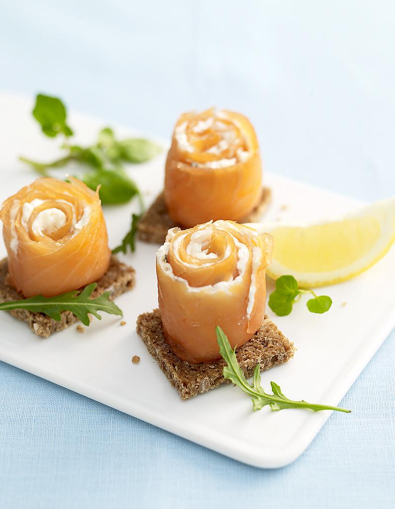 Cornets De Saumon Fum Fromage Frais Mangue Et Kiwi Pour