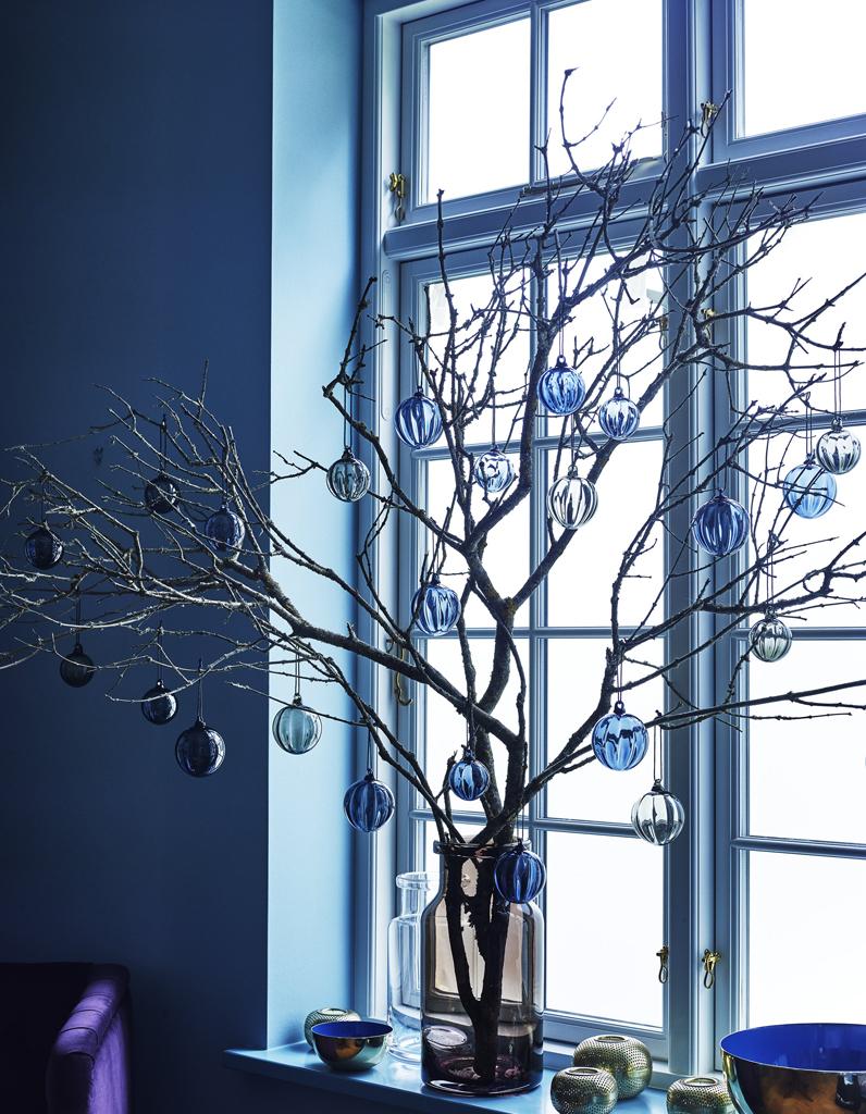 no l on d core la maison avec des branches de sapin dans un vase nos id es d co pour la. Black Bedroom Furniture Sets. Home Design Ideas