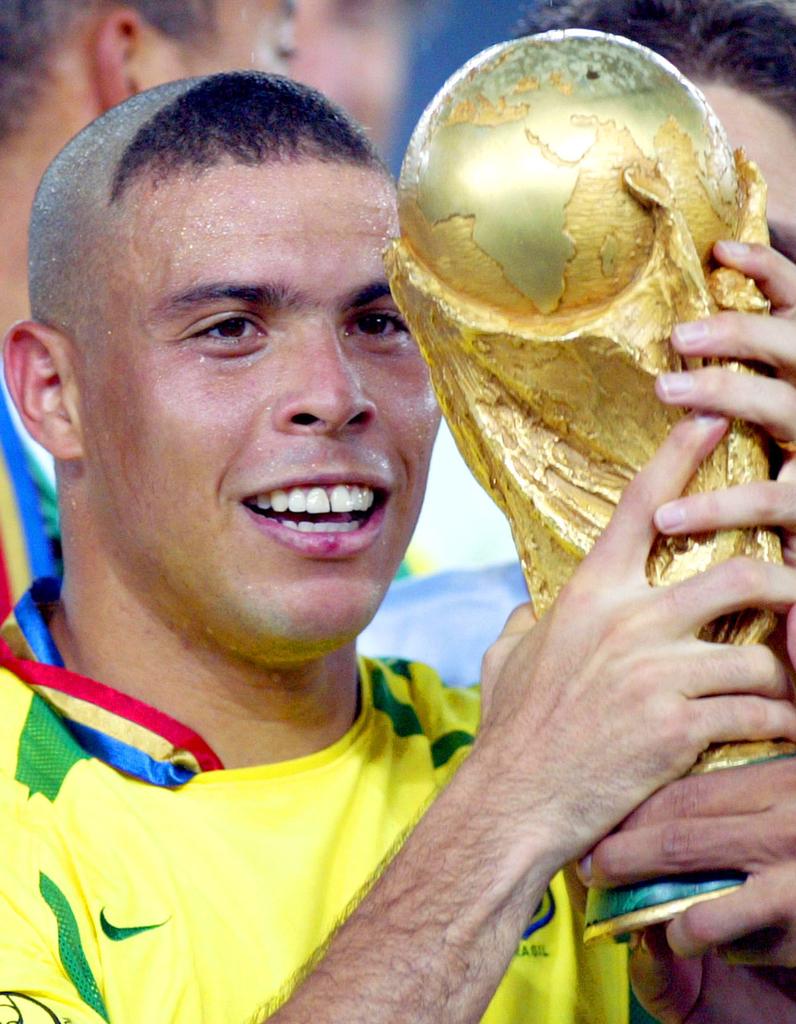 Coupe de cheveux ronaldo 2017 for Ronaldo coupe de cheveux 2018