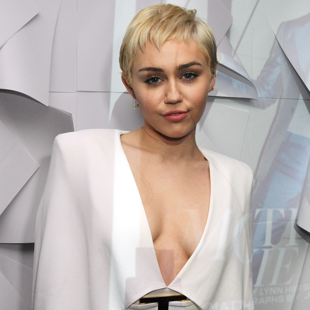 Les Stars Nues : Miley Cyrus - 155 photos - 12 vidéos -